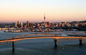 01AKL---Auckland-Harbour-Bridge-with-City-in-background-TA408