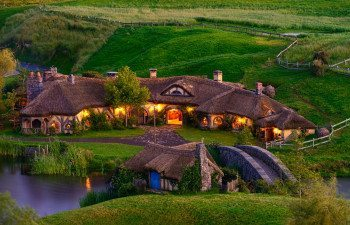 01Main-Pic-hobbiton-green-dragon-(1)
