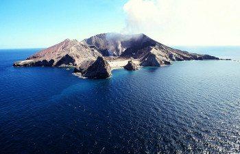 01White-Island