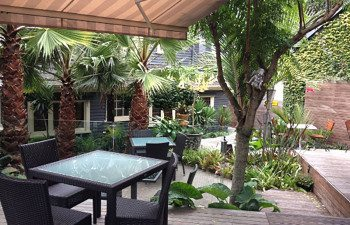 03-nice-hotel-diningl-outdoor-courtyard
