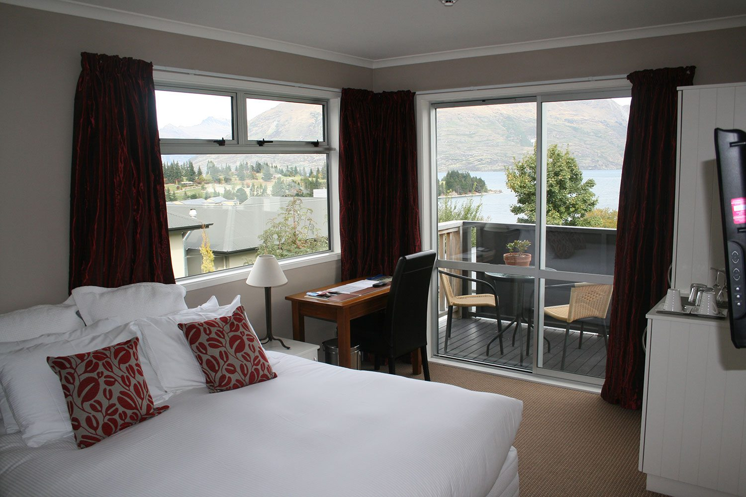 Chalet Queenstown  Silver Fern Holidays. Royal Living Apartments Vienna. Bloomfield House. Devigarh Hotel. Global Backpackers Waterfront Hostel. Fiesta Inn Chihuahua. Catalonia Port Hotel. Simi Hotel. Dovecote Grange Guest House