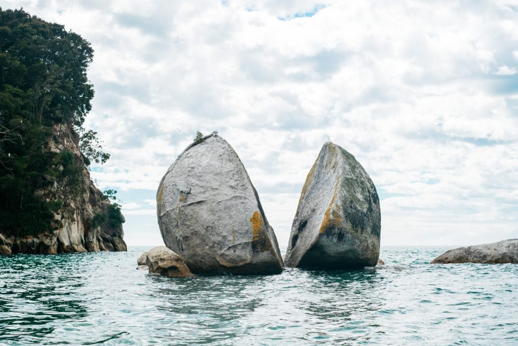 Split Apple Rock off the coast of Kaiteriteri, New Zealand