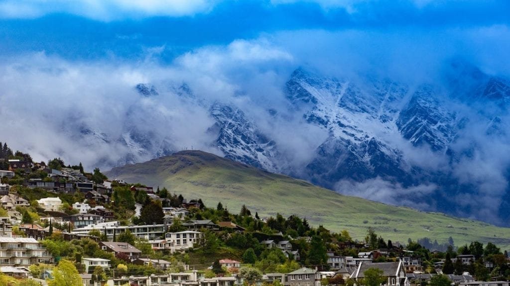 Queenstown New Zealand Mountains - Silver Fern Holidays